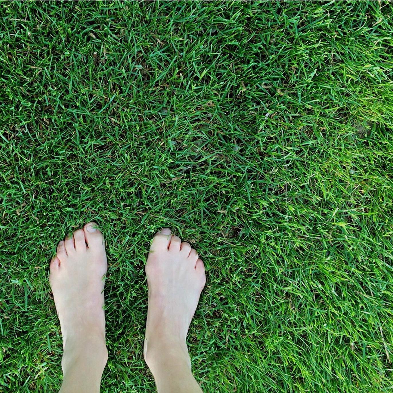barefoot-1394847_1920